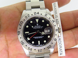 ROLEX EXPLORER II BLACK DIAL 40mm - ROLEX 16570 SERIE F YEAR 2005 - AUTOMATIC CAL 3185 - MINTS