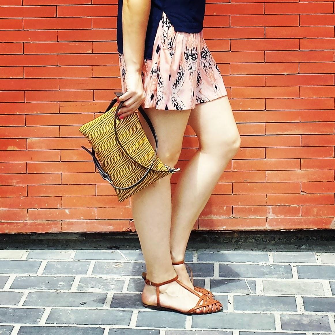 Ideal para ir fresco en verano son las faldas-pantalón, muy casual y monas. Ésta es de ICHI y la he combinado con un top de Stradivarius en navy