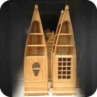Rak Botol model perahu untuk melengkapi ruangan anda . dengan bahan kayu jati dan bentuk rak yang unik semakin memperindah ruangan dan tempat botol koleksi anda. kami sediakan variabel dari yang ukiran, minimalis dengan harga jual rak  furnitur yang terjangkau dan kualitas terbaik. Dapatkan kemudahan berbelanja toko mebel online kami Kasby Furniture.