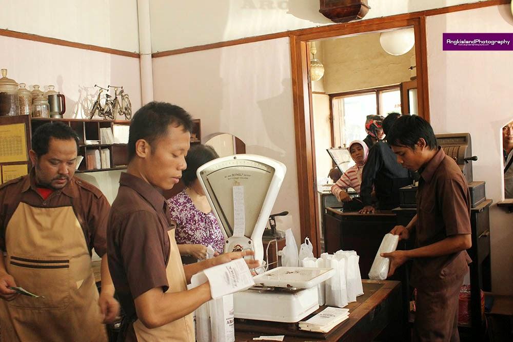 karyawan aroma kopi bandung