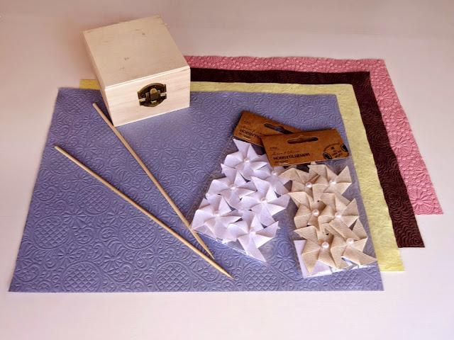 Envoltorio original de regalo. DIY caja forrada con papel y decorada