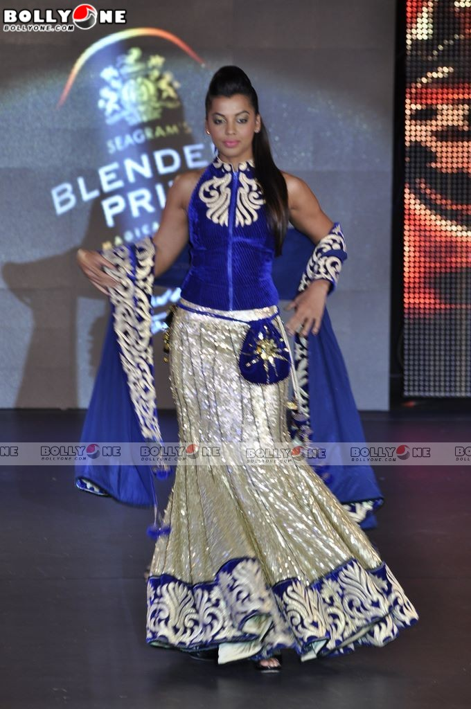 Mughda Godse Ramp Walk Blenders Pride Fashion Tour