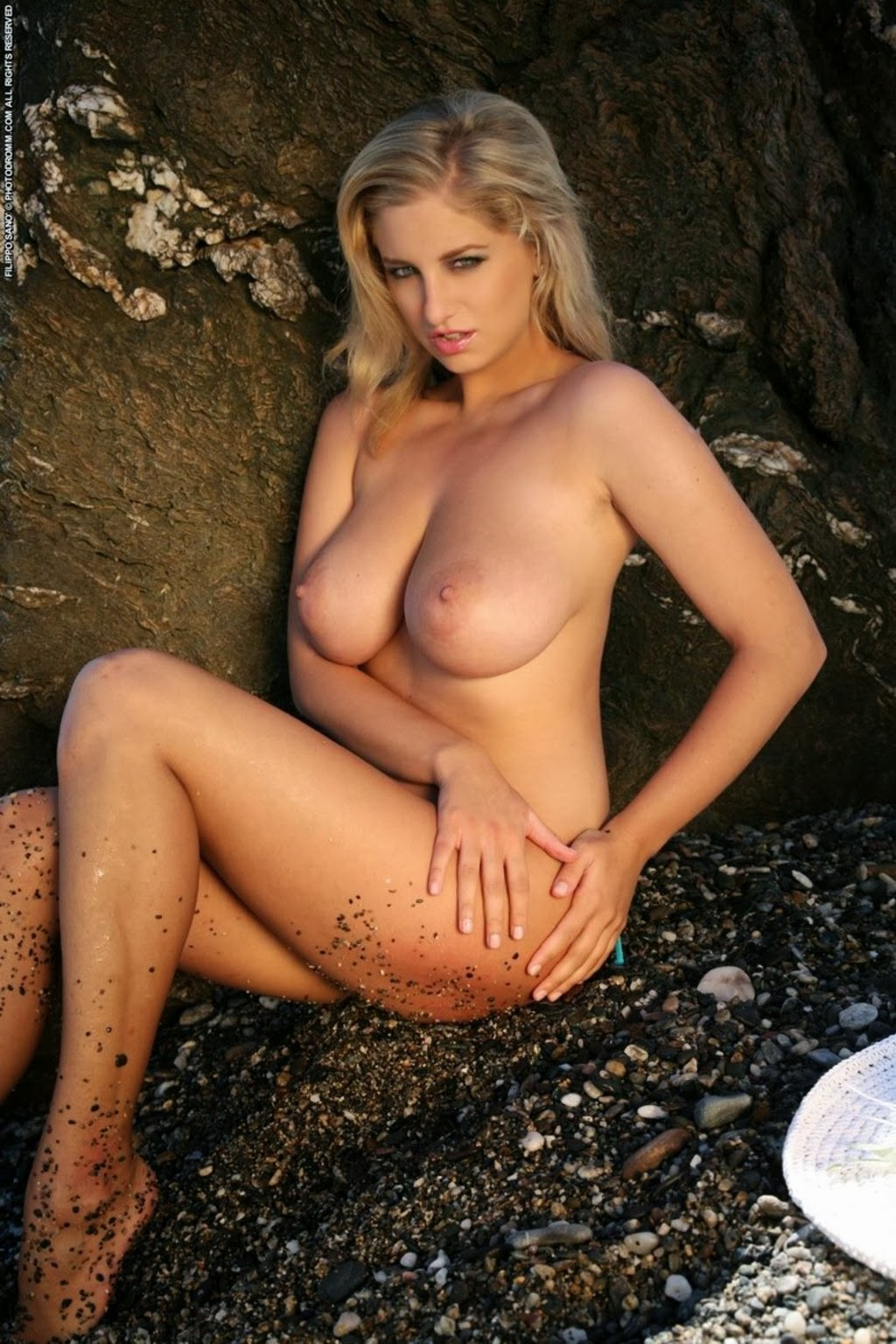 Charming Blonde Demonstrated Her Incredibly Hot Body