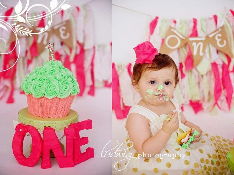 Gambar bayi lucu belepotan saat ulang tahun pertama