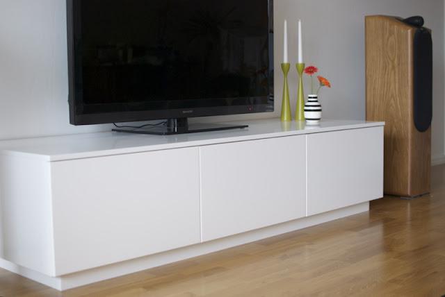 Minimalist faktum akurum media furniture ikea hackers for Akurum kitchen cabinets ikea