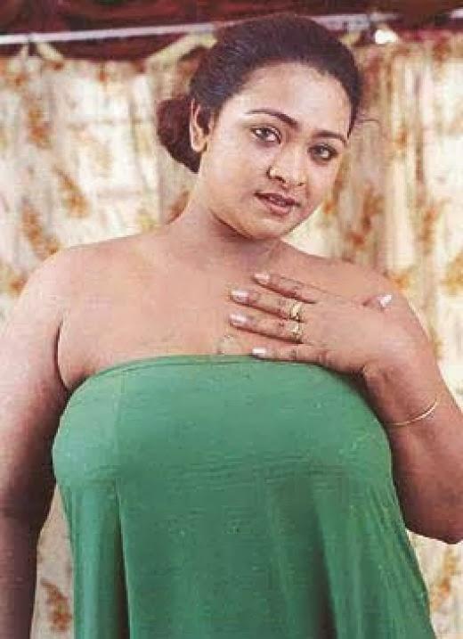 naken raven stora bröst
