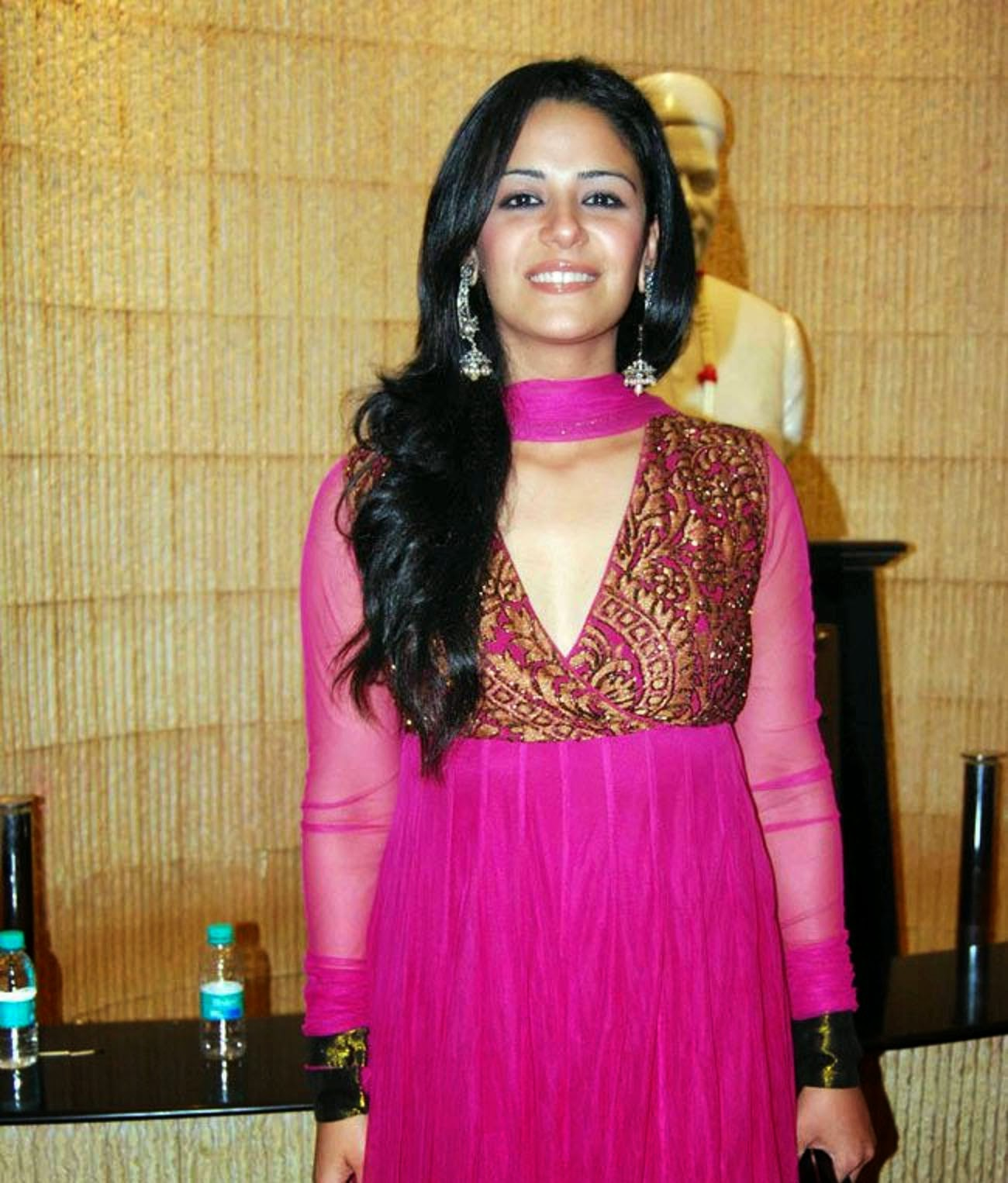 Mona Singh Wallpapers Free Download