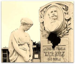Jazigo da Família Vargas no Cemitério Jardim da Paz, em São Borja