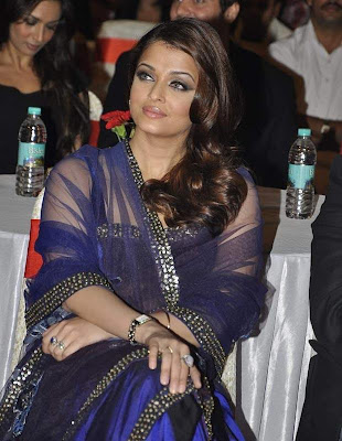 Aishwarya_Rai_stuns_in_blue_net_Filmy Fun