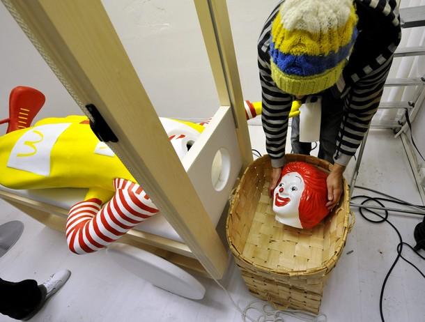 Jani Leinonen and headless Ronald