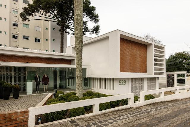Casa modernista na Rua Bom Jesus, em Curitiba