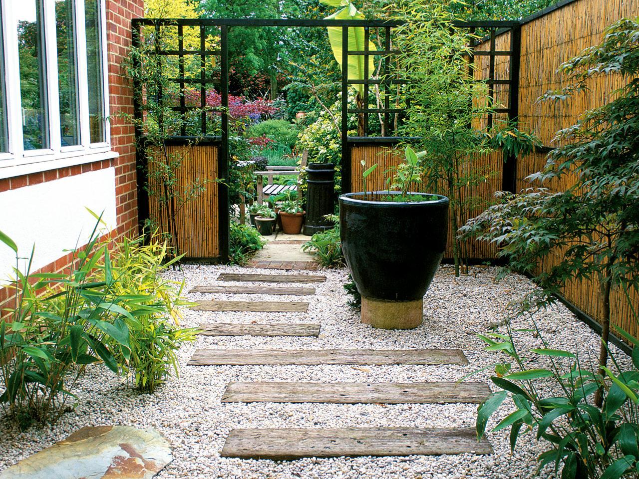 Дизайн маленького дворика в частных домах