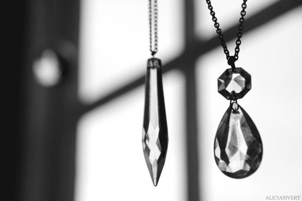 aliciasivert, alicia sivertsson, prisma, prism, necklace, glass, glas, halsband, gold, handicraft, home made, self made, pyssel, hantverk, jewellery, trinket, jewelry, bijou, smycke