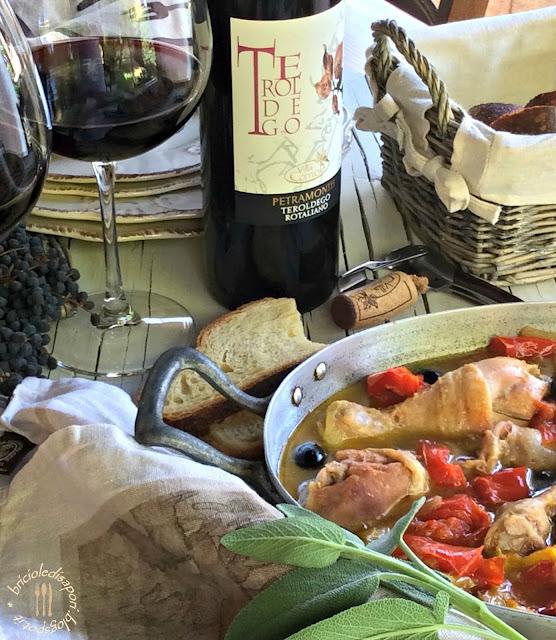 pollo con peperoni e olive nere. la ricetta dell'esordio...