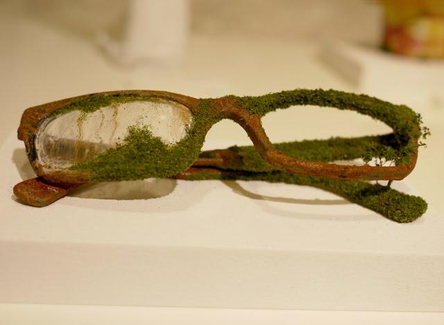 http://3.bp.blogspot.com/-EEFMLARnEQQ/TuD0W1K5naI/AAAAAAAAK5c/U2To_Ytugjc/s1600/100_Glasses.jpg