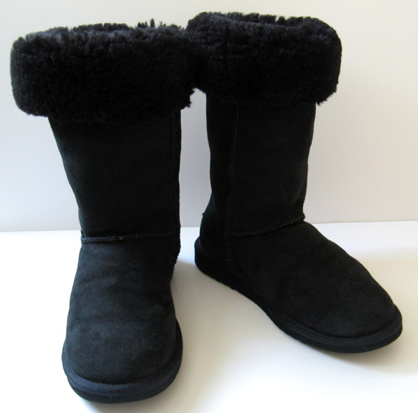 black classic uggs size 6