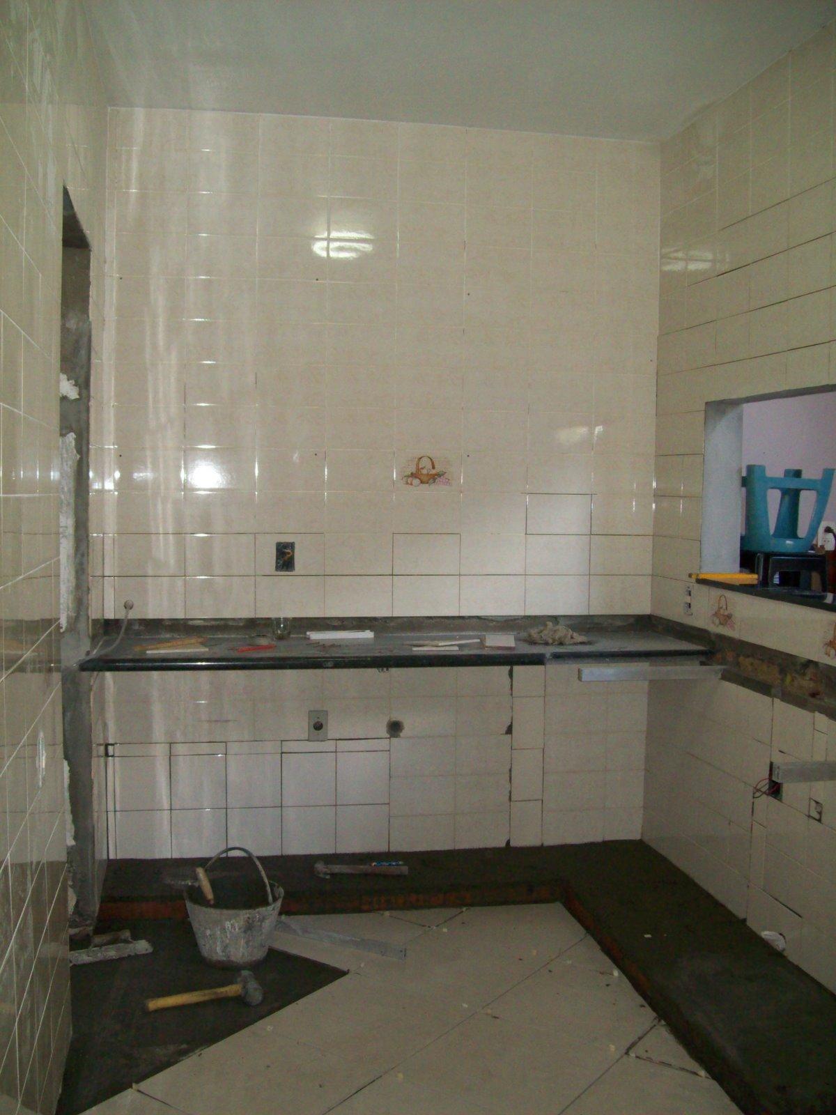#264D60 Soco pronto piso e bancadas de granito colocados e triturador  758 Jap Janelas De Alumínio Padronizadas