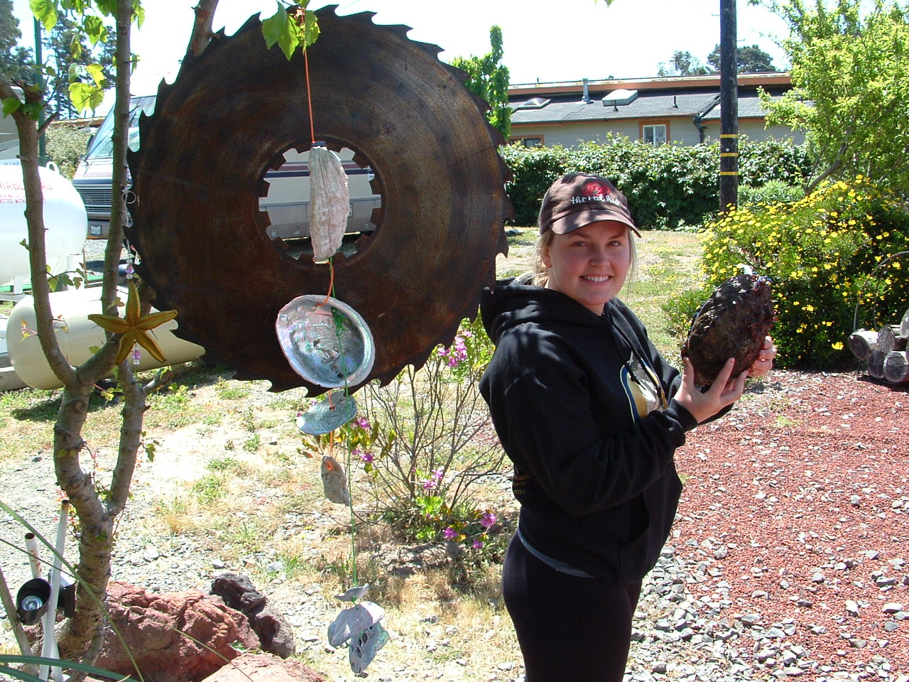 http://3.bp.blogspot.com/-EERQVHFErAs/T8-vq9c8Q-I/AAAAAAAAAMg/BonTPtgYPaY/s1600/June+6+Abalone+Diver+Michelle+Ellis+4.5+pounds.JPG