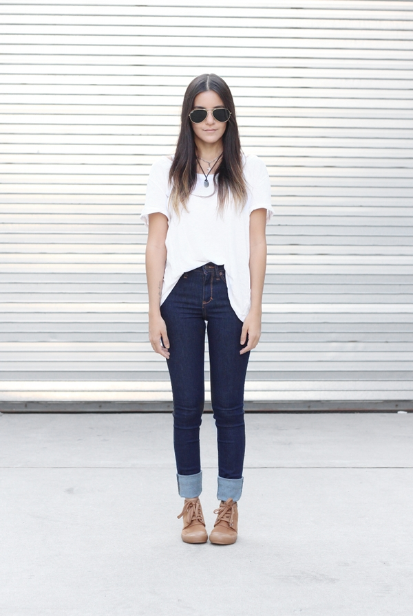 Jessica Lemos aviator sunglasses white t-shirt blue high waisted jeans rolled up cuffs choker layered necklaces cross necklace khaki high top sneakers