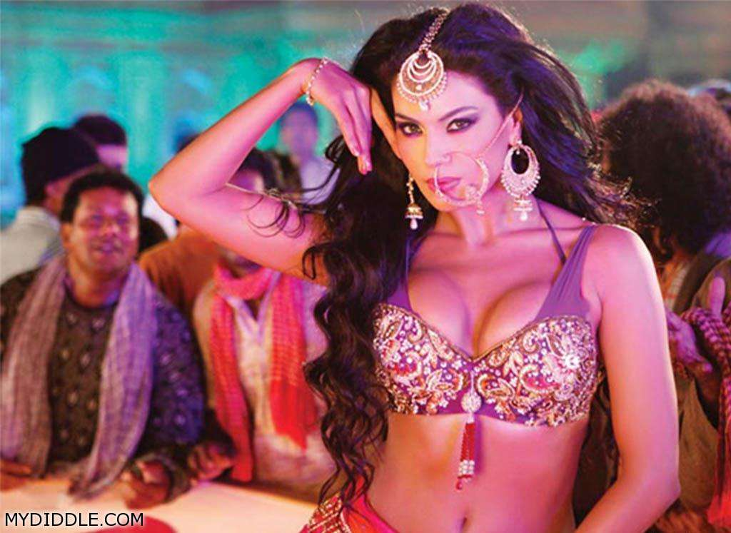 Veena Malik hot item song - Veena Malik in A Sexy Blouse