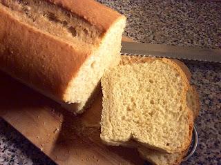 Jemný bílý špaldový toastový chléb