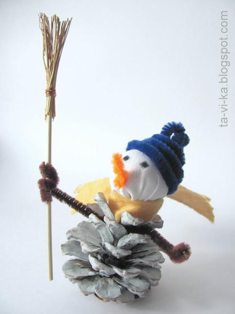 снеговик из шишки snowman from pinecone