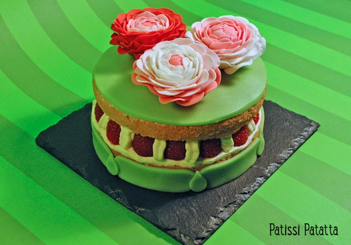recette de framboisier, cake design, renoncules en pâte à fleur, pâte d'amande, gâteau de printemps, gumpast, framboises, crème diplomate