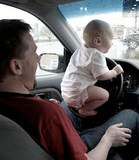 funny picture: baby behind the wheel
