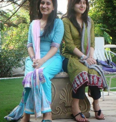 Sweet Punjabi Bhabhian In A Park