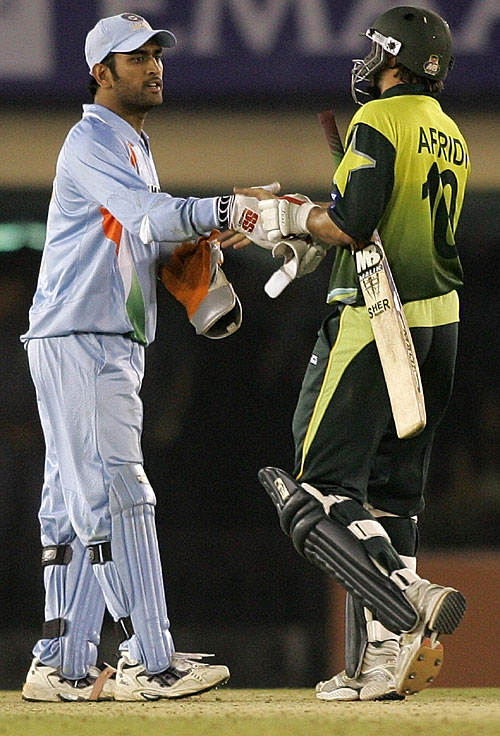 Shahid Afridi Verses Ms Dhoni,batting,bowling,wallpapers,pictures,fighting,statistics,records