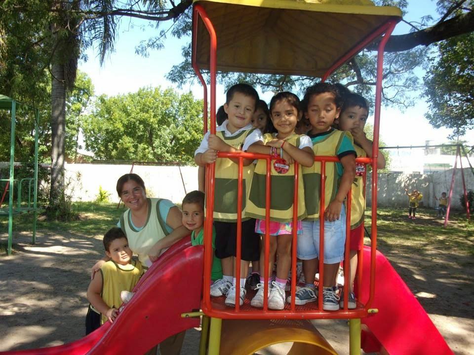 Seño Alicia y sus Niños de la Sala de 4 Años