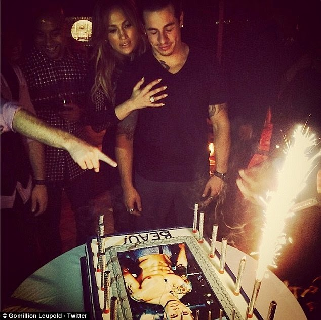 Photo Jennifer Lopez Presents Her Boyfriend Beau Casper Smart with Naked Torso Birthday Cake