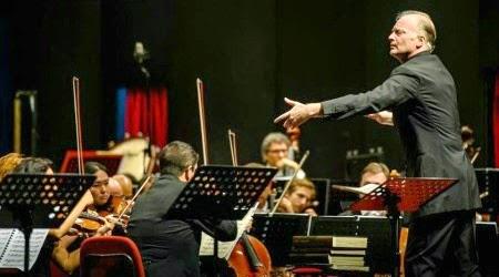 Lo Stresa Festival inaugura. Coro e orchestra del Regio di Torino sono diretti da Noseda