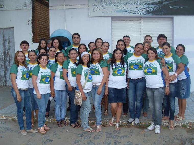Equipe de professores e coordenação e direção da Escola Joaquim Dino Gadelha