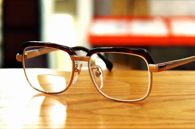 ガラスバイフォーカルサーモント、昔ながらのメガネ