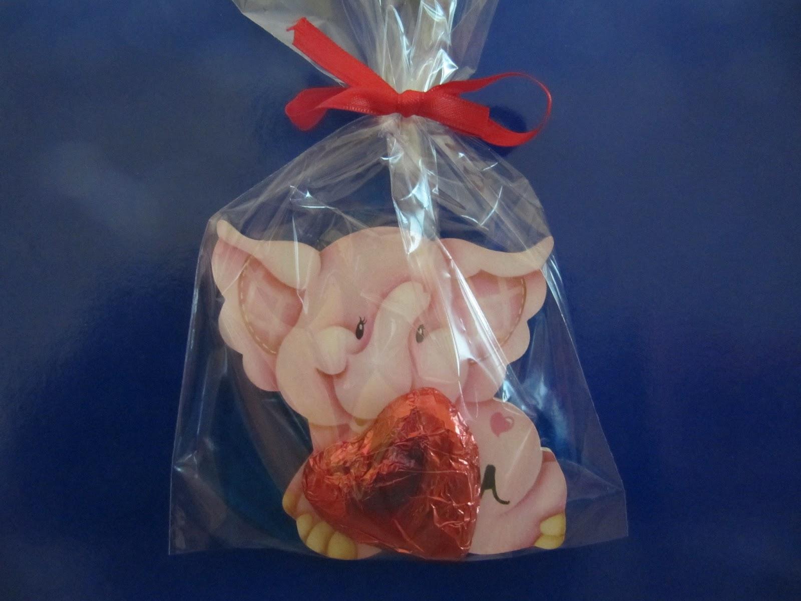 6a7293a24 Vienen en bolsitas transparentes y se le puede agregar bombones, caramelos,  chupetines, chocolatines...lo que ustedes quieran. Se le puede poner un  iman ...