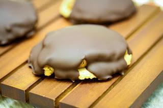 Almond-Flour-Chocolate-Peanut-Butter-Cookies