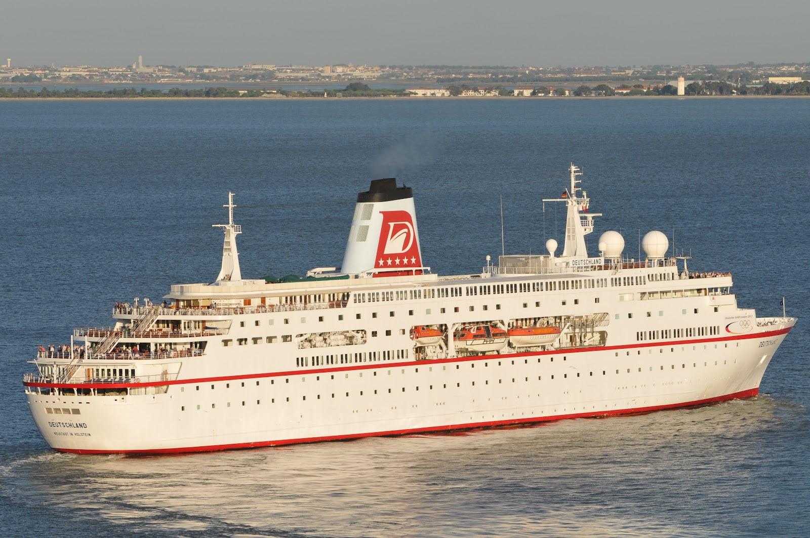 LISBON CRUISE SHIPS DEUTSCHLAND In Lisbon