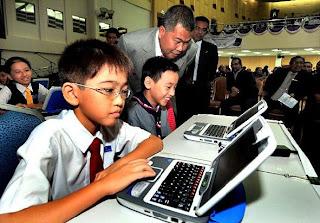 teknologi di dalam dunia pendidikan merupakan bagian dari konsep ...