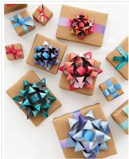 Moños de regalo con revistas
