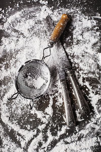 Knives and Sifter