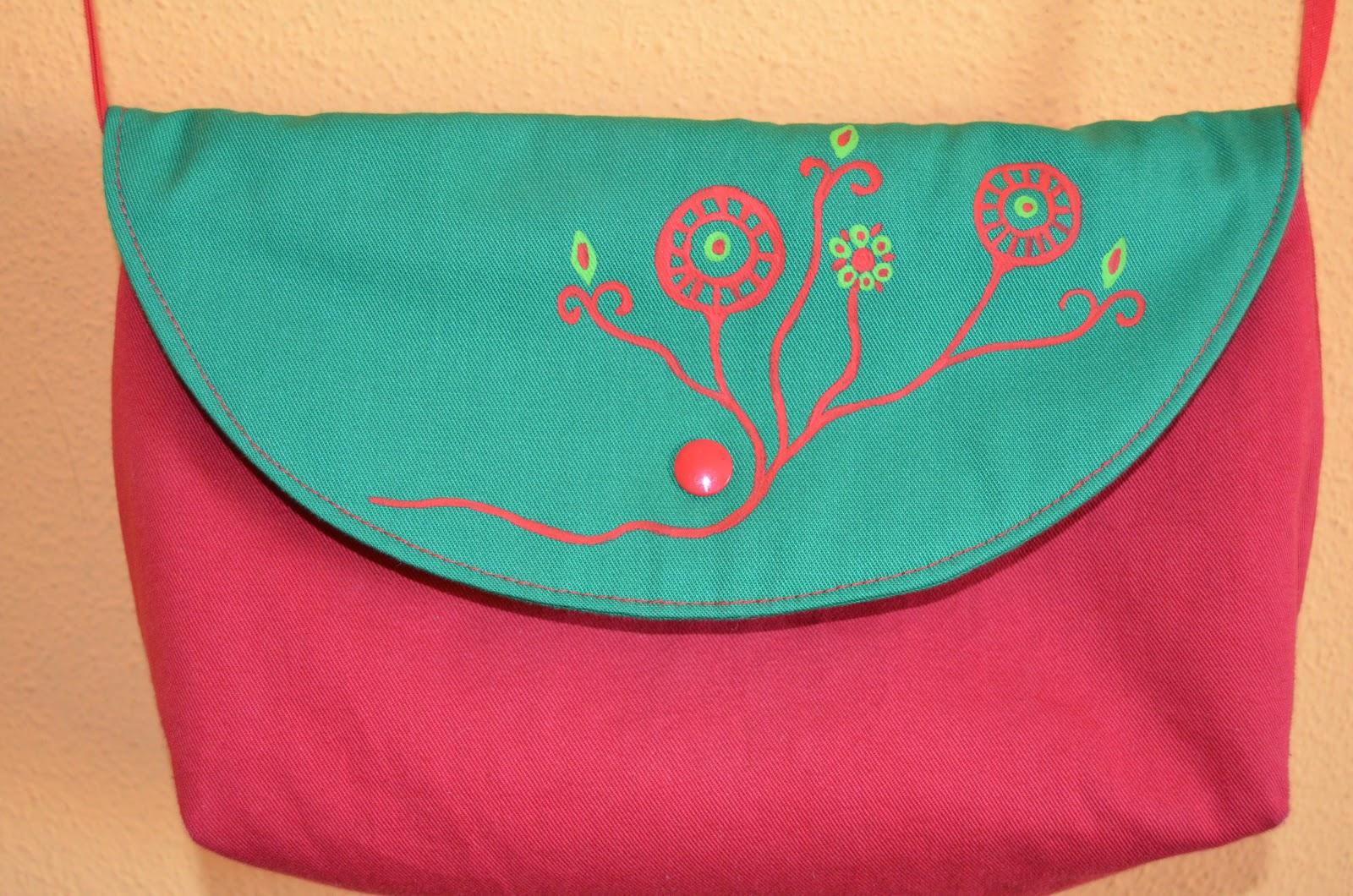 Bolsos pequeños de tela, hechos a mano.
