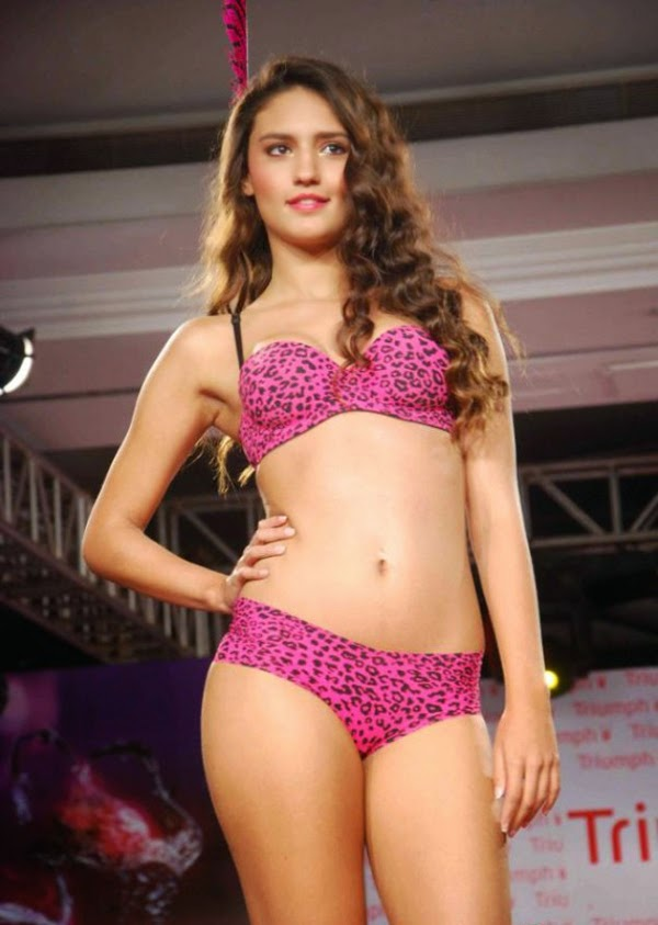 hot models ramp walk in the new animal print   indian