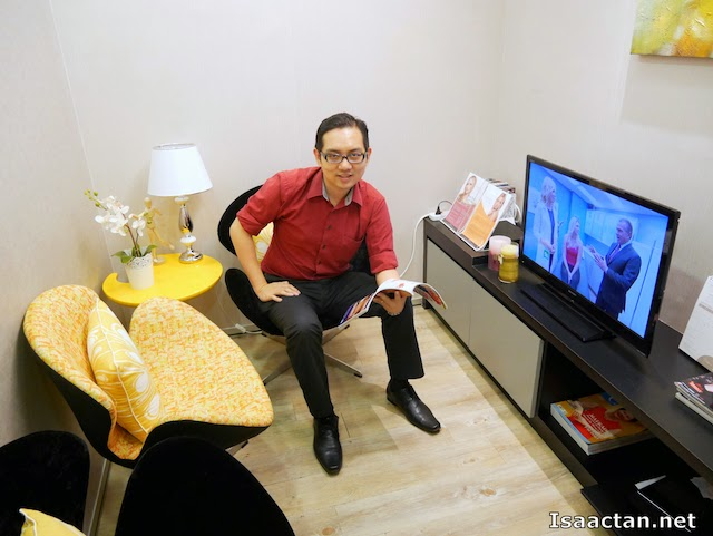 Hey, that's me waiting for the doctor's consultation and treatment, in their VIP room