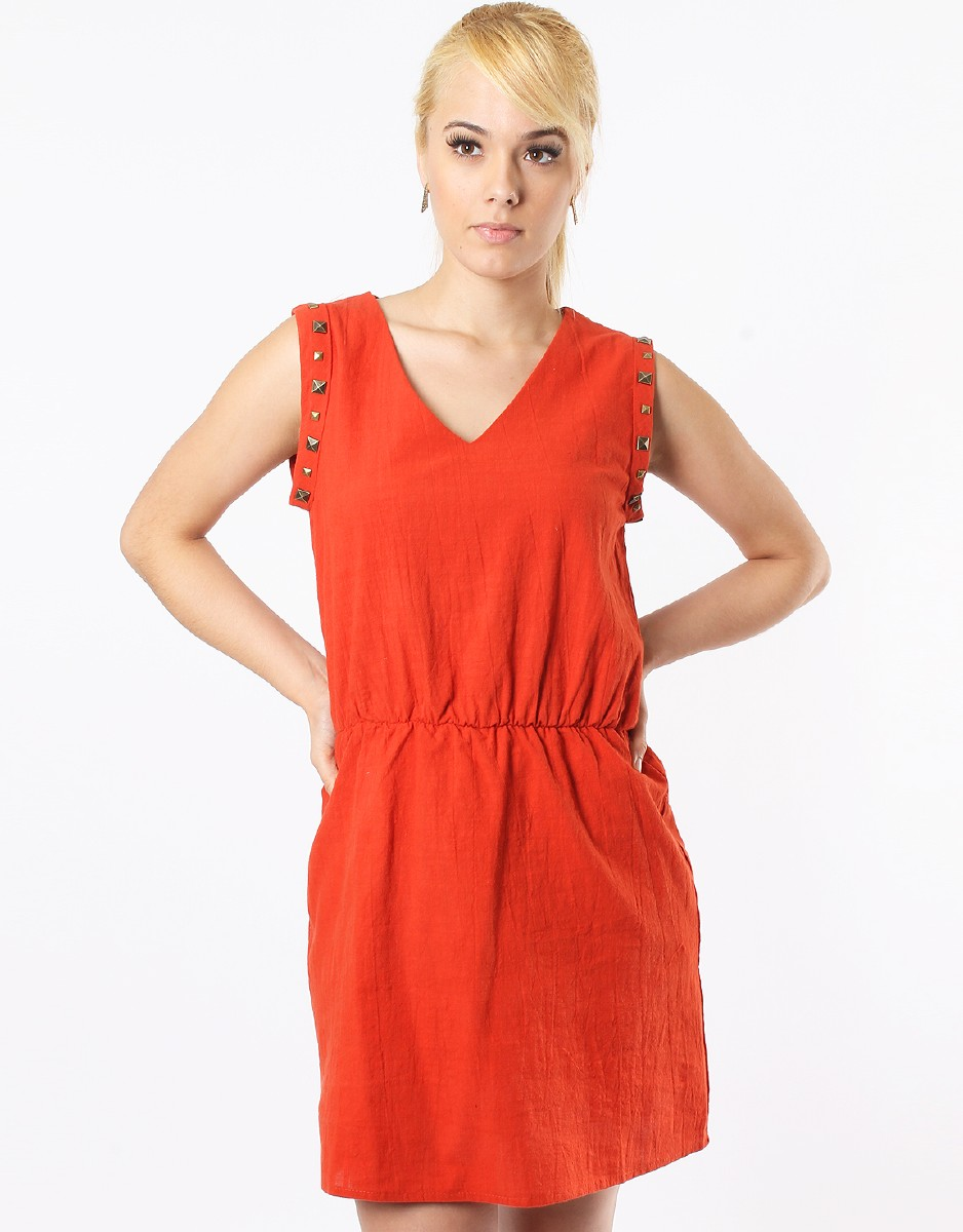 Trendy Women Clothing - Online Clothing Stores For Females. Looking for the exquisite and trendy women clothing? You have landed on the right runway. Here you will acquire the chic and unique women's clothing collection. If you want to flaunt yourself on a date or the night out, then here you will discover everything what you want.