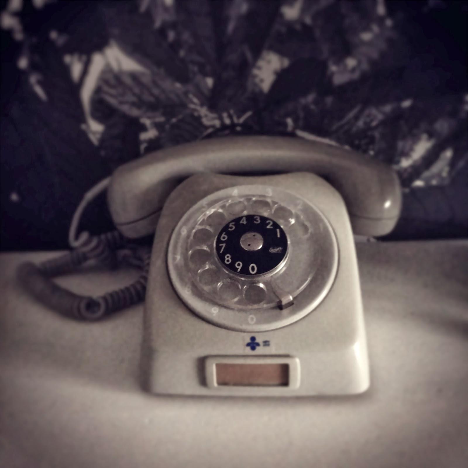Old telephone, vanha puhelin, gammal telefon