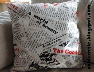 gazete baskılı yastık
