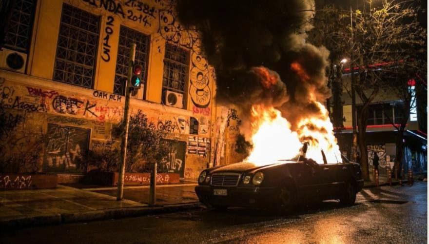 ΣΦΟΔΡΕΣ ΣΥΓΚΡΟΥΣΕΙΣ ΑΝΑΡΧΙΚΩΝ ΜΕ ΔΥΝΑΜΕΙΣ ΑΣΦΑΛΕΙΑΣ Οδομαχίες στο κέντρο της Αθήνας - Από την Ομόνοια στα Εξάρχεια