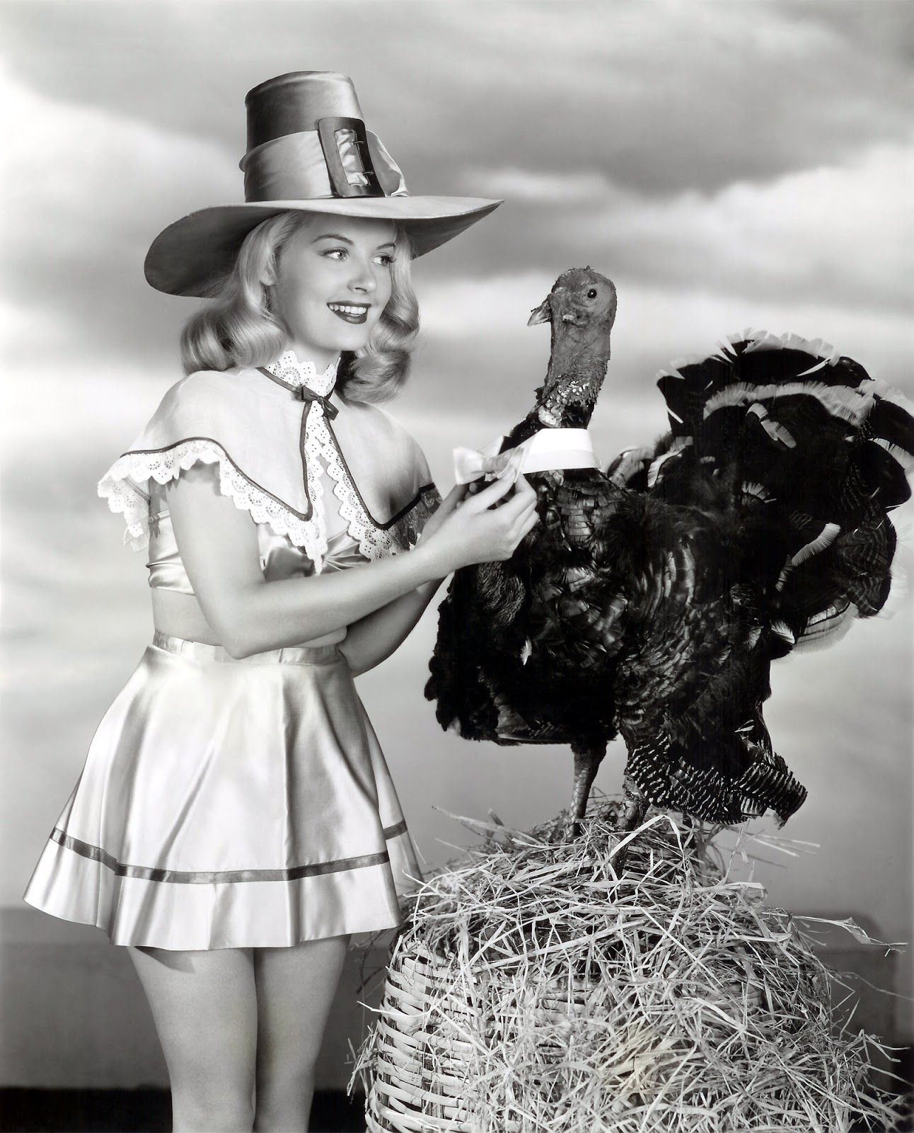 fashion and action happy thanksgiving retro turkey and pilgrim pin ups. Black Bedroom Furniture Sets. Home Design Ideas