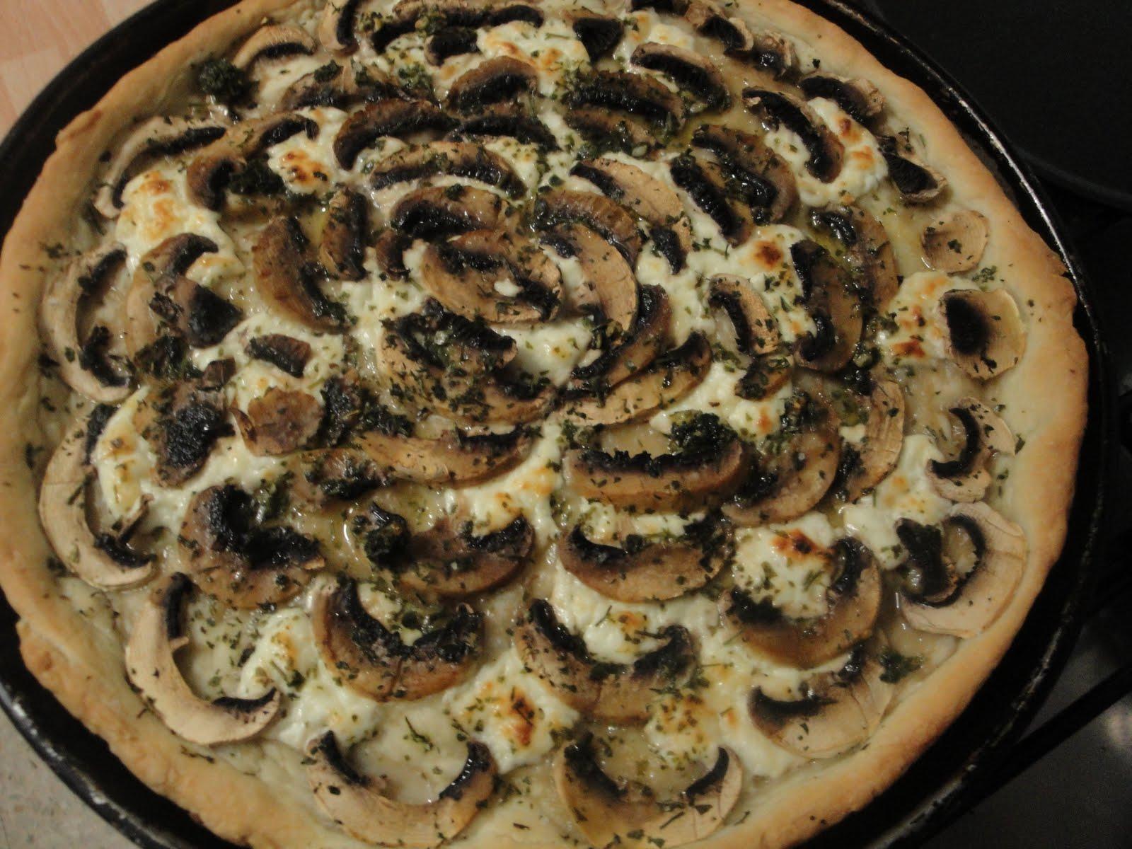 Cucinare in famiglia pizza con funghi champignons - Come cucinare champignon ...